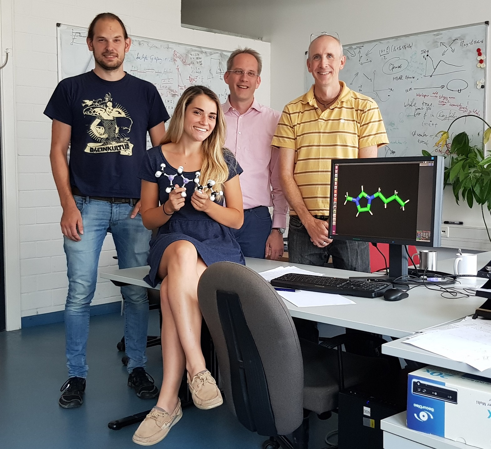 Katarina Odak with PhD student Martin Schenk and the professors Dirk Reith and Karl Kirschner. Photo: Marco Huelsmann